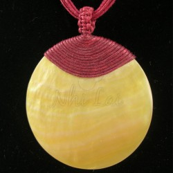 Pendentif nacre jaune collier rouge