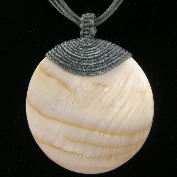 Pendentif nacre collier gris anthracite