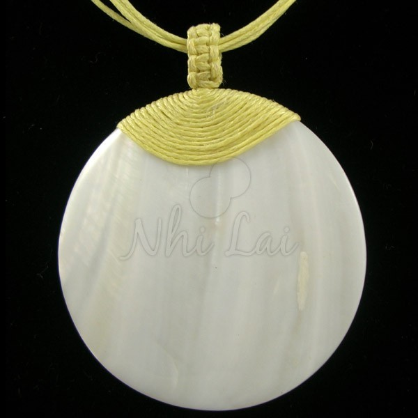 Pendentif nacre blanche collier jaune