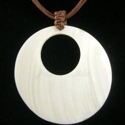 Pendentif nacre blanche collier marron chocolat