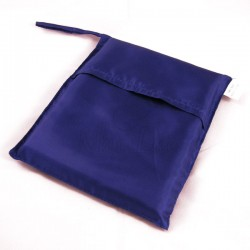 Sac de couchage individuel en soie bleu indigo