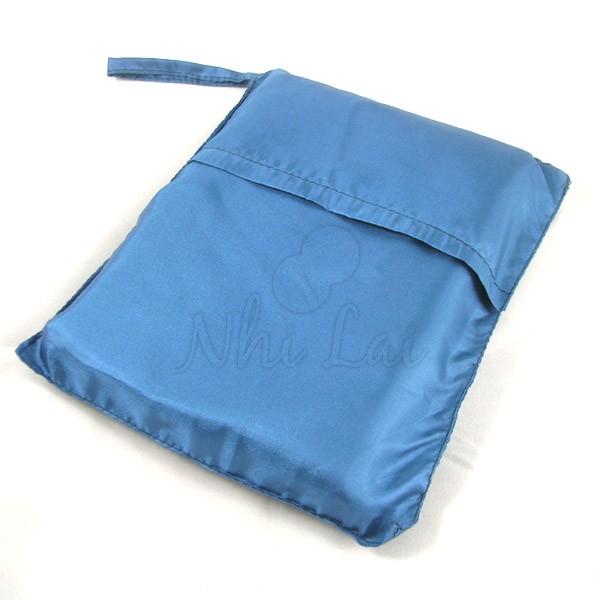 Sac de couchage individuel en soie bleu métal