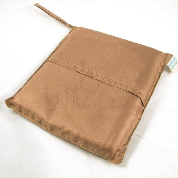 Sac de couchage individuel en soie marron clair