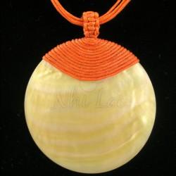 Pendentif nacre jaune collier orange