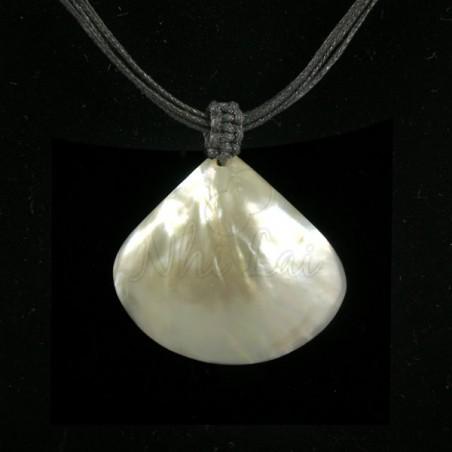 Pendentif nacre blanche collier noir