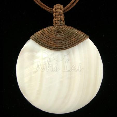 Pendentif nacre blanche collier marron