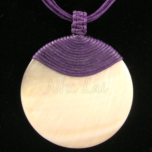 Pendentif nacre collier violet
